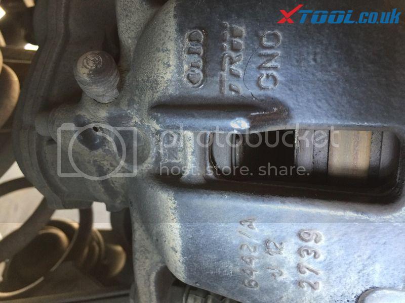 Xtool VAG401 EPB Reset On 2010 Audi A5 10