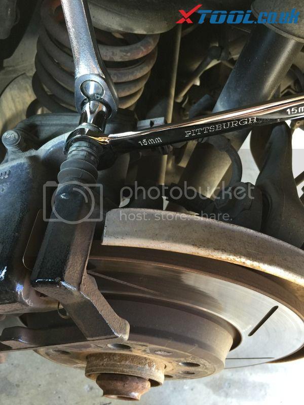 Xtool VAG401 EPB Reset On 2010 Audi A5 11