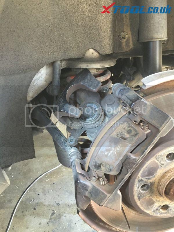 Xtool VAG401 EPB Reset On 2010 Audi A5 12